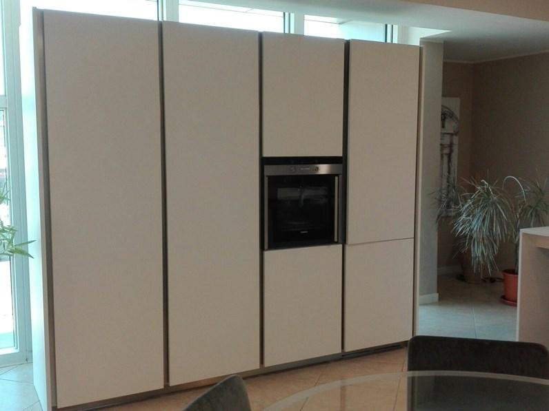 Cucina bianca moderna lineare Xila Boffi in offerta