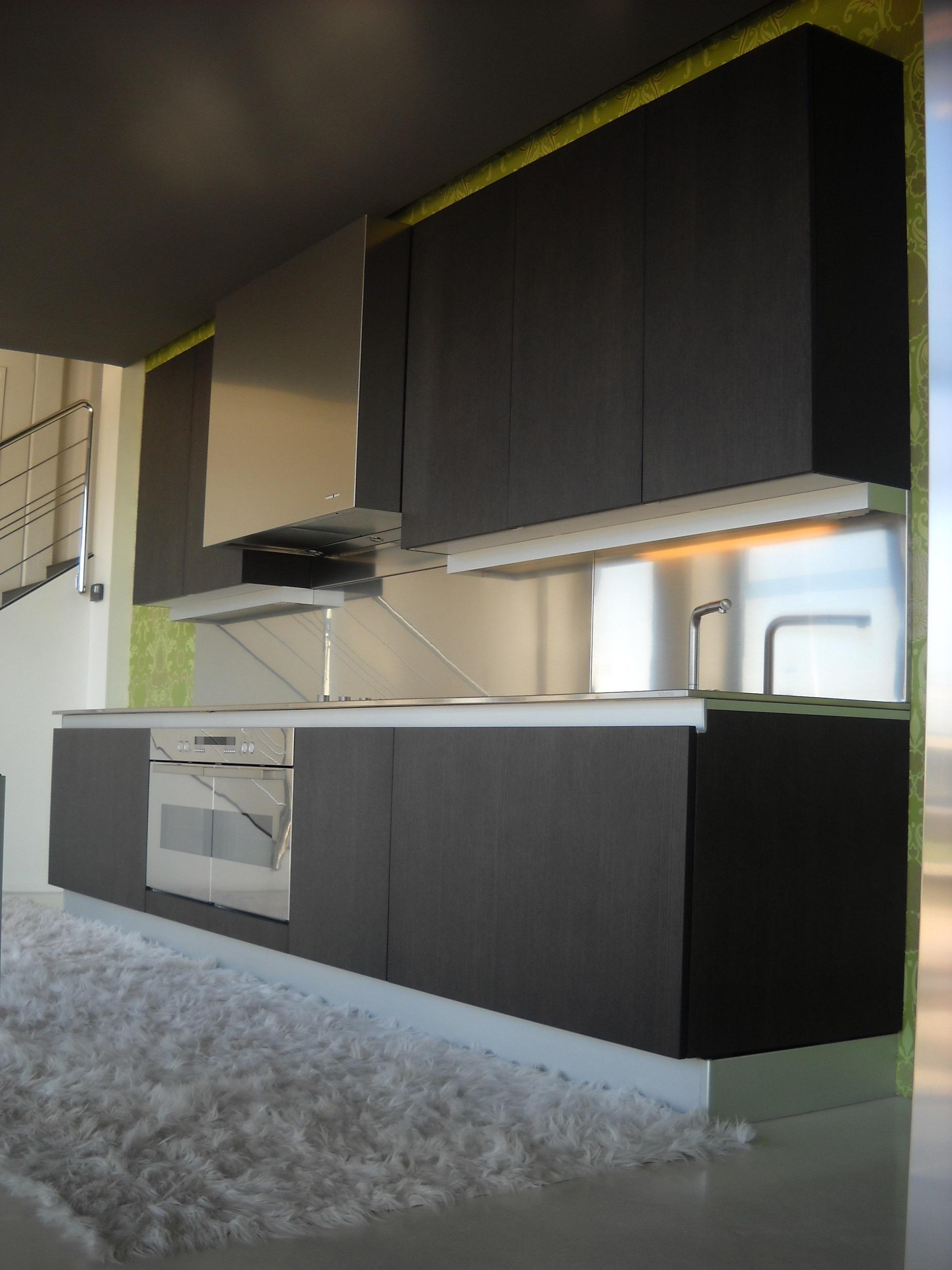 Cucina moderna binova continua w in legno rovere moro cucine a prezzi scontati - Cucina moderna in legno ...