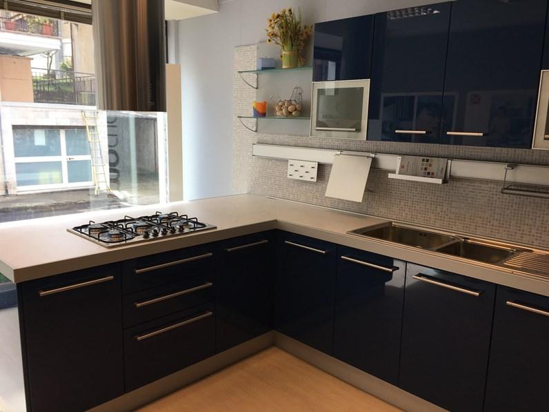 Cucina blu moderna con penisola cromatika di berloni cucine - Cucine berloni foto ...