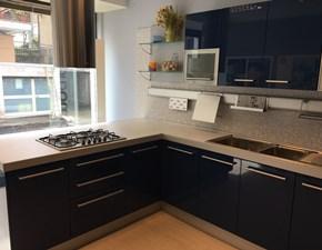 Cucina blu moderna con penisola Cromatika di Berloni cucine