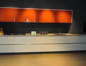 Cucina Caesar Lucrezia+luce in rovere laccato a poro aperto e vetro laccato Papaya