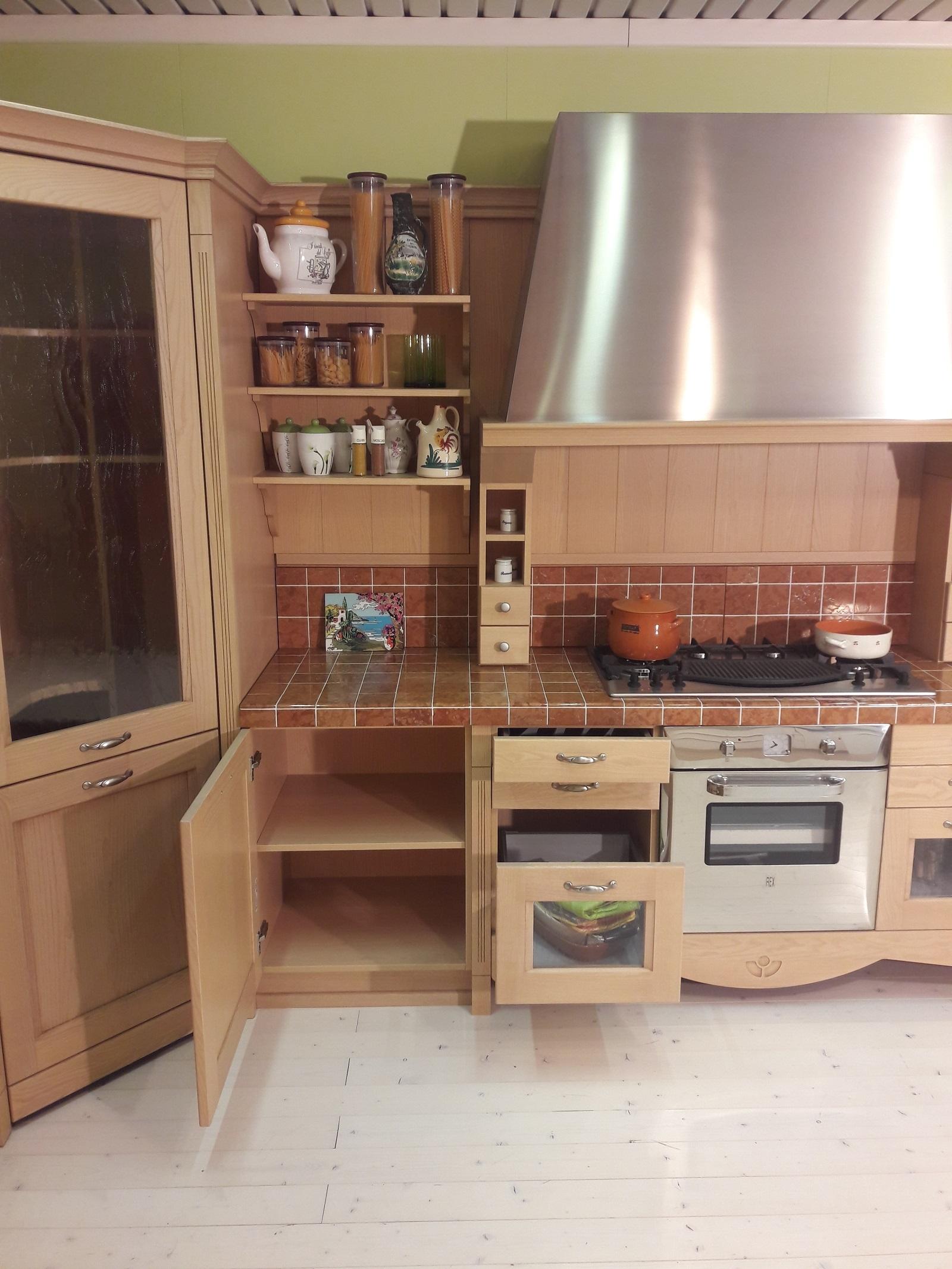 Cucina angolare modello asolo in stile classico for Cucine stile contemporaneo