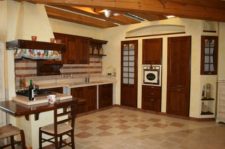 Cucina caramel in muratura cucine a prezzi scontati for Cucine in muratura country