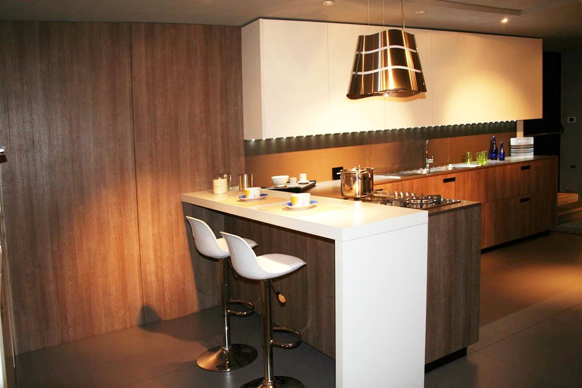 Cucina cesar con penisola piano e schienale in okite 64 - Okite piano cucina ...