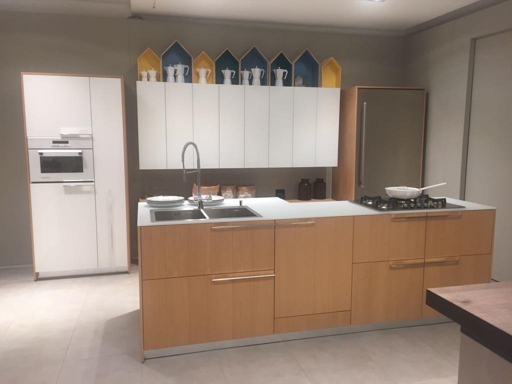 Cucina cesar cucine kalea legno rovere taglio sega naturale e pensili in vetro opaco moderne - Cucine in legno chiaro ...