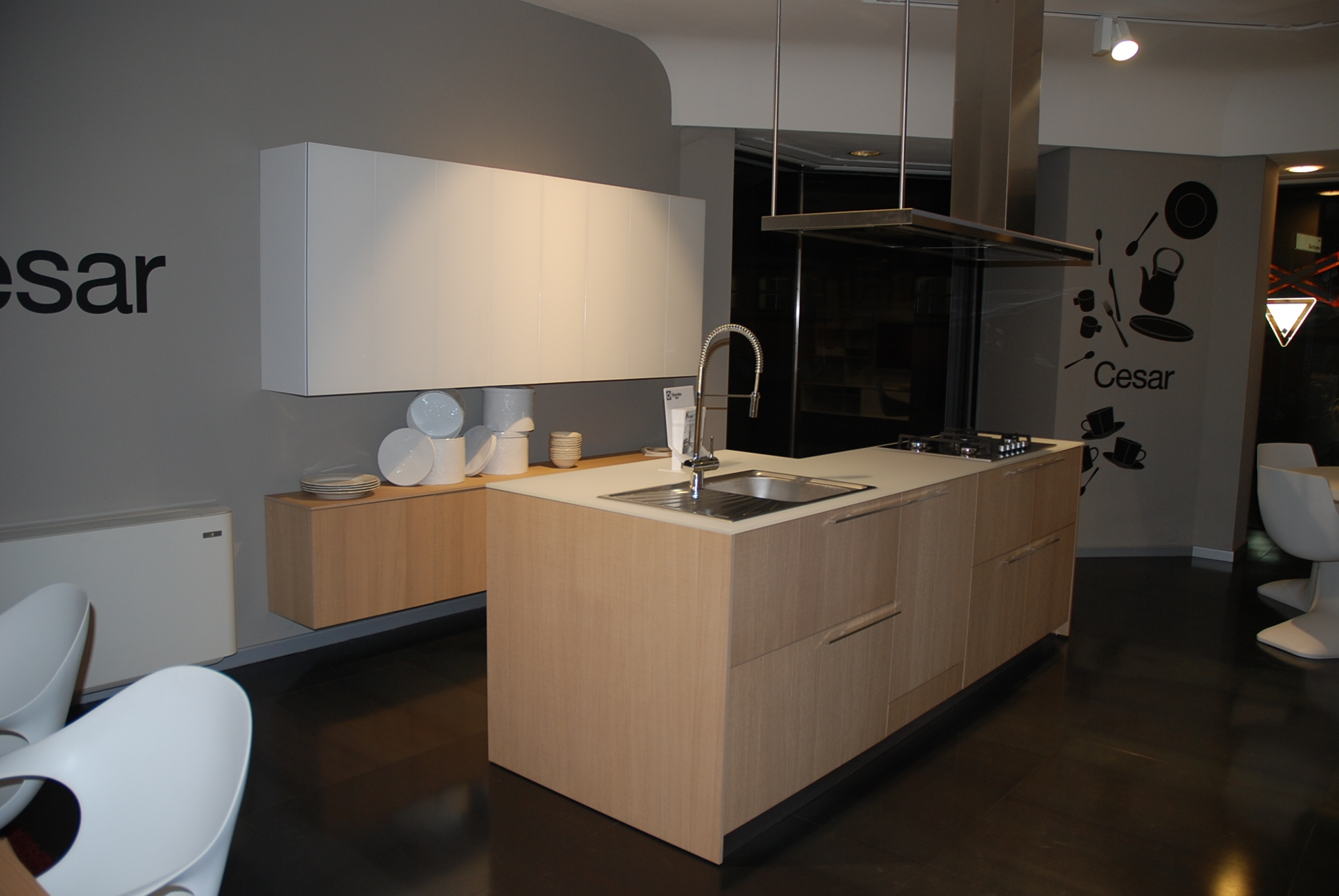 Cucina cesar cucine kalea legno rovere taglio sega naturale e pensili in vetro opaco moderne - Cucine moderne in legno naturale ...