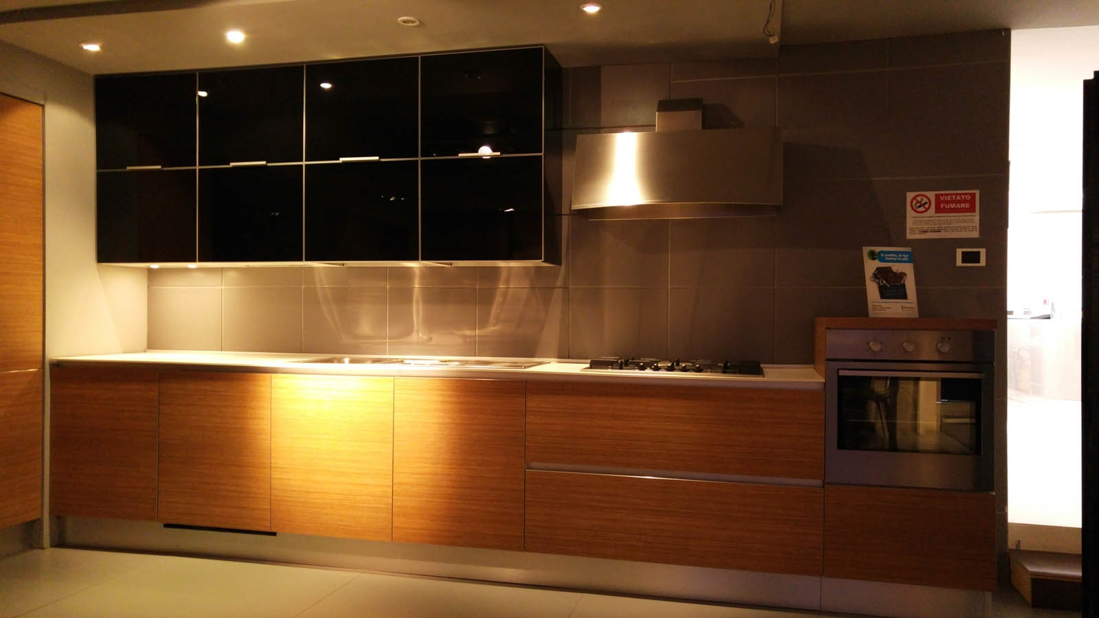 Cucina cesar design in vetro nero e teak cucine a prezzi scontati - Alzatina cucina acciaio ...