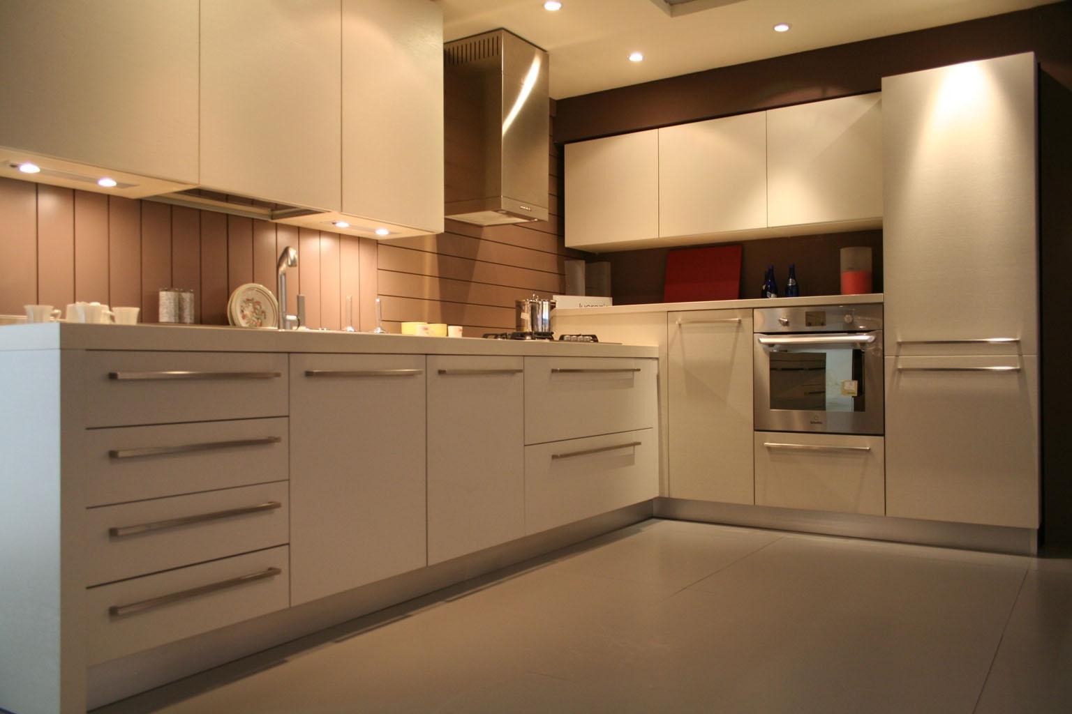 Cucina ad angolo cesar in legno con elettrodomestici cucine a prezzi scontati - Cucina con cappa ad angolo ...