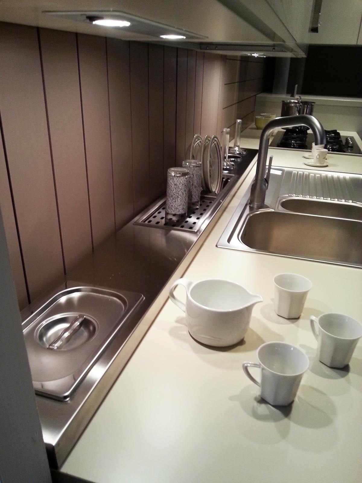 Cucina ad angolo cesar in legno con elettrodomestici - Furgone attrezzato con cucina ...