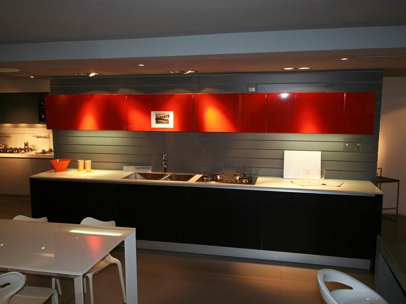 Cucina lineare Cesar in rovere moro con piano in quarzo sconto 62 ...