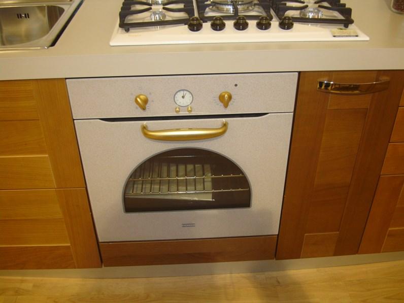 Cucina In Ciliegio Scontata : Cucina ciliegio moderna ad angolo aloa di gm cucine scontata