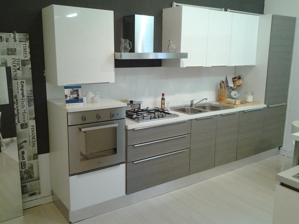 Cucina city gicinque scontatissima per rinnovo vetrina   cucine a ...