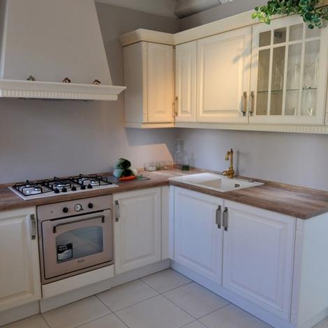 Cucina classica ad angolo LiFE con plus moderni e innovativi scontata del 50 - Cucine a prezzi ...