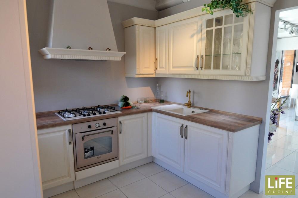 Cucina classica ad angolo life con plus moderni e innovativi scontata del 50 cucine a prezzi - Life cucine prezzi ...