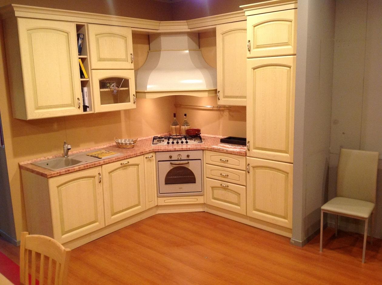 Cucina classica angolare 50 cucine a prezzi scontati for Cucine per angolo cottura