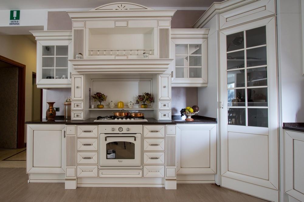 Cucina classica contemporanea anna di arrex bianco oro top in quarzo in promozione cucine a - Cucina classica contemporanea ...