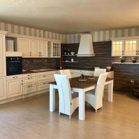 Cucina classica contemporanea completa di elettrodomestici - Disposizione elettrodomestici cucina ...