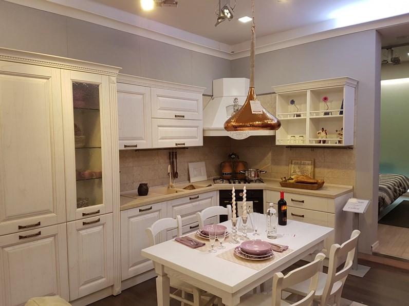 Cucina Classica Della Ditta Spar Modello Bilbao Finitura Bianca ...