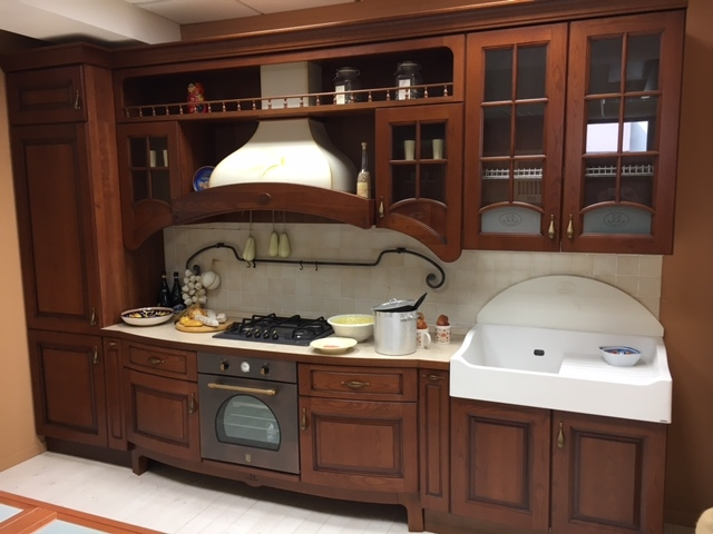 Cucina classica in legno lineare cucine a prezzi scontati for Cucine legno massello