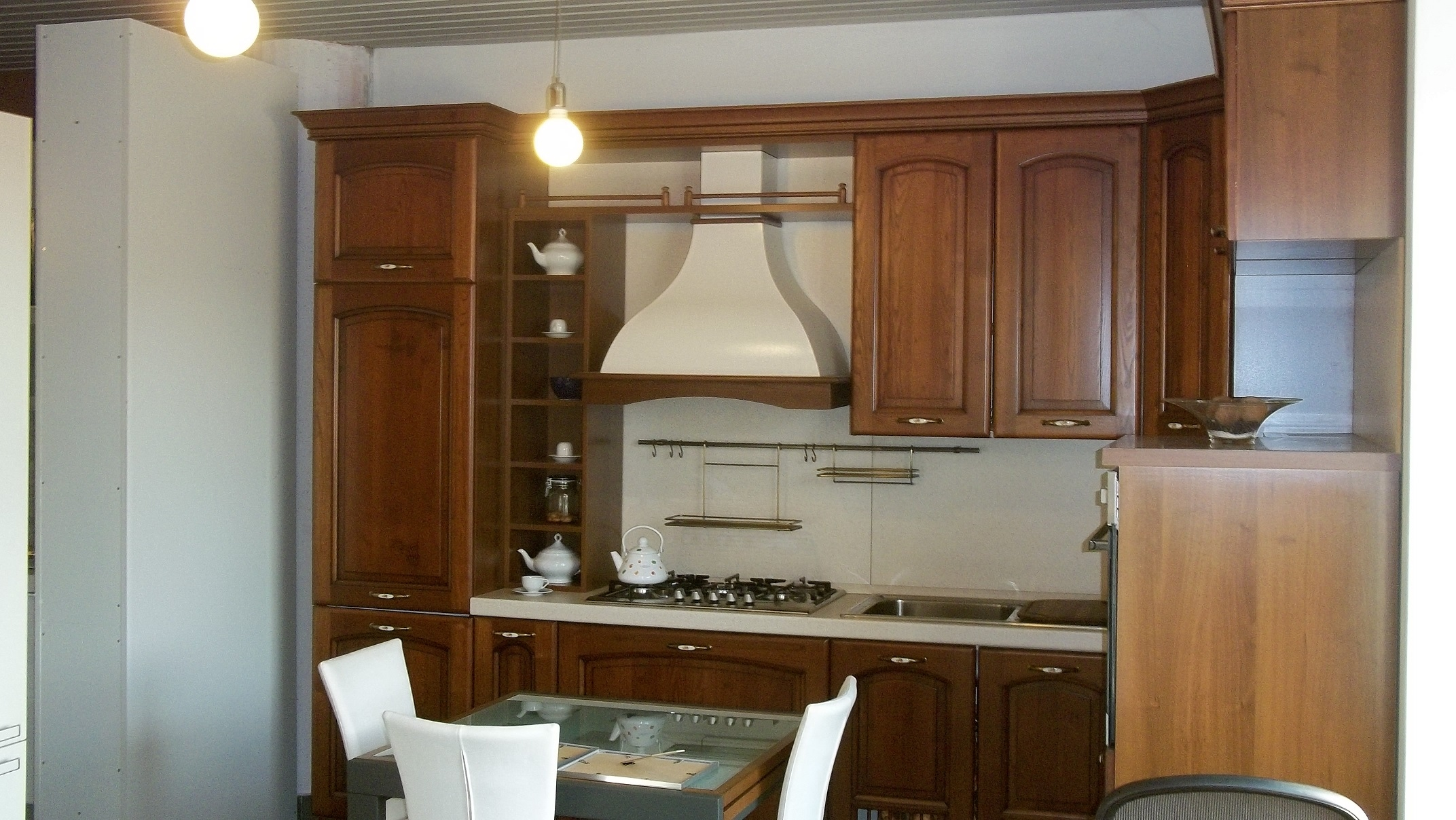 Cucina classica legno massello scontata 50 europlak - Pittura per cucine ...