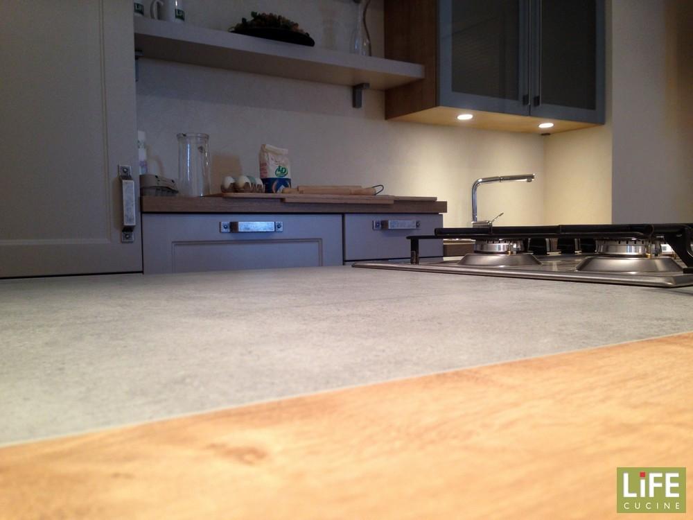 Cucina classica life con isola grigio sabbia occasione - Occasioni cucine ...
