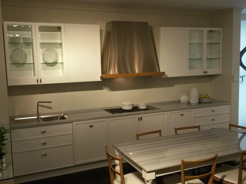Cucina classica lineare Aster cucine Avenue a prezzo ribassato