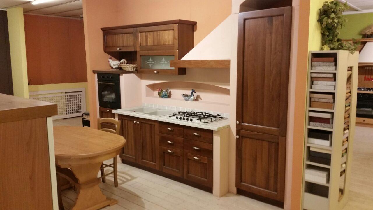 Cucine in muratura prezzi bassi cool cucina ad angolo su for Ingrosso oggettistica cucina