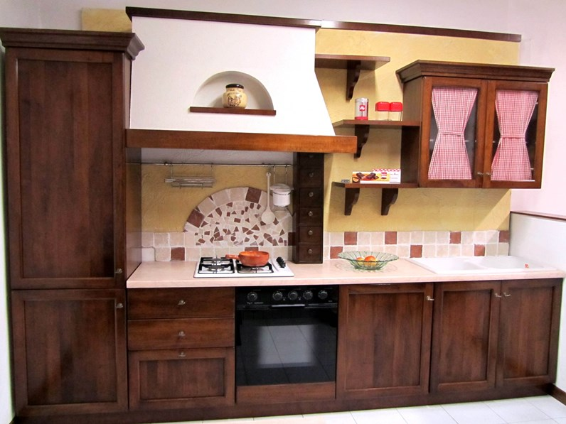 Cucina classica noce Artigianale lineare Classica in Offerta Outlet
