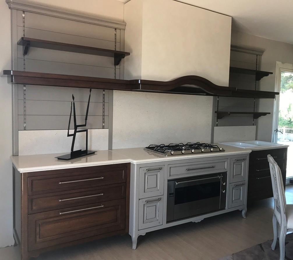 Cucina classica renier mobili baron legno massello noce nazionale cucine a prezzi scontati - Cucine baron prezzi ...