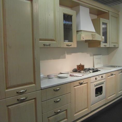 Cucina classica rovere decapato beige cucine a prezzi - Arredamento cucina classica ...