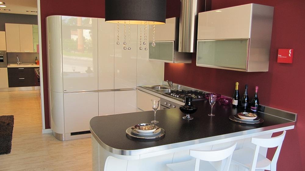 Cucina scavolini tess laccato bianco lucido 53 cucine a prezzi scontati - Cucina laccato bianco ...