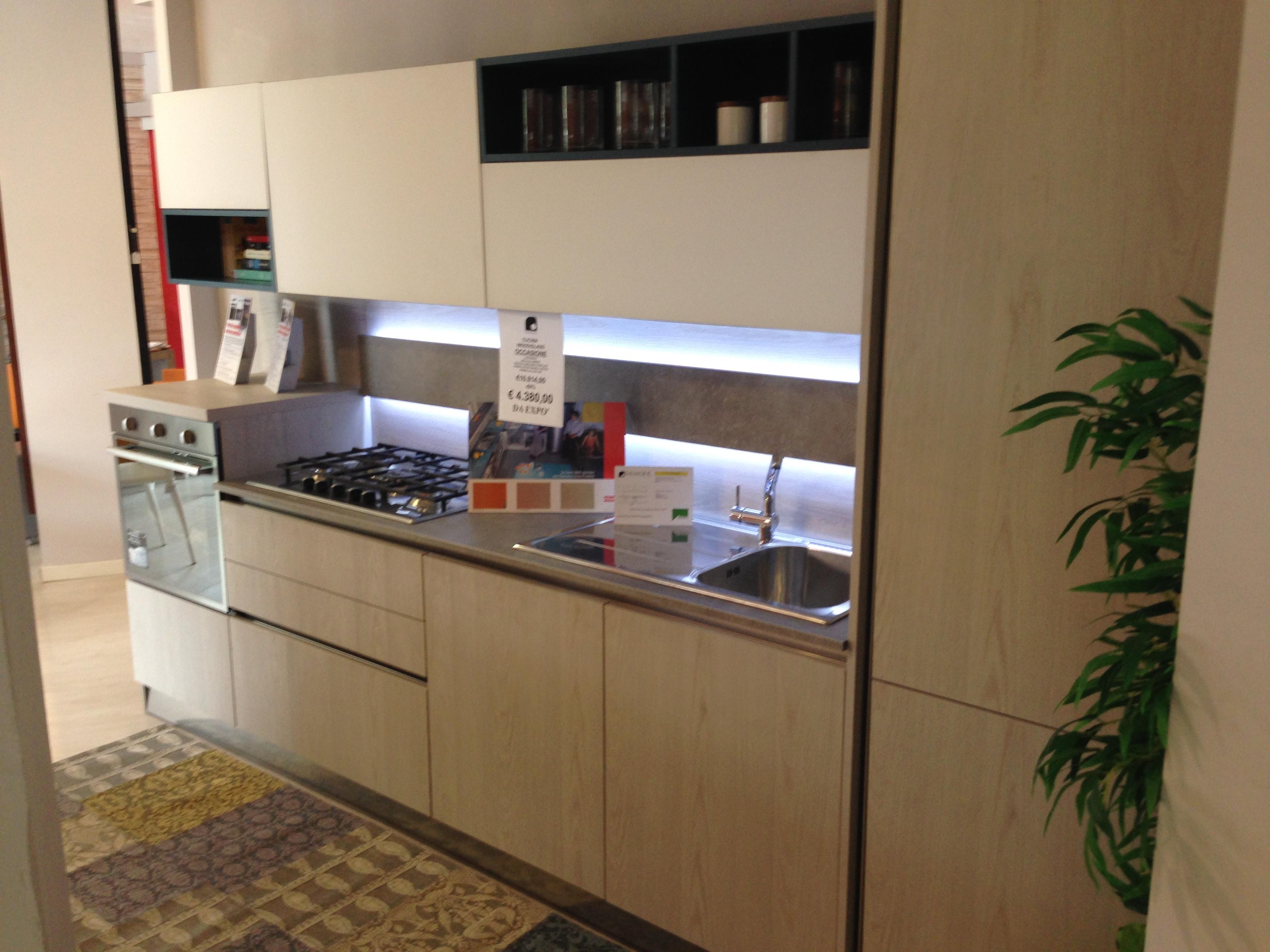 Cucina Con Isola Centrale Stile Americano. Affordable Arredamento ...