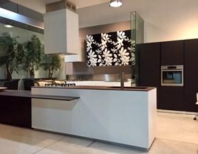 Cucina Composit Mood isola - tavolo integrato Design Laminato Materico Frassino Bianco , piano e lavello integrato in Gres Neolith Corten.