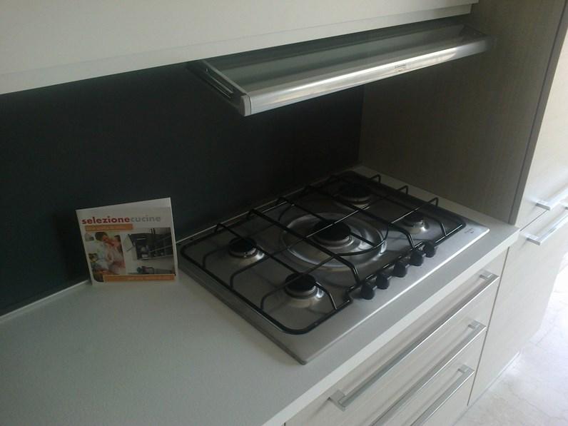 Cucina astra cucine iride line moderna laccato opaco bianca - Piano cottura elettrico ikea ...