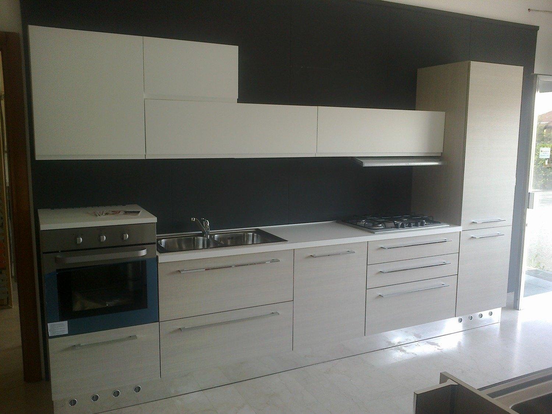 Cucina astra cucine iride line moderna laccato opaco - Composizione cucina ad angolo ...