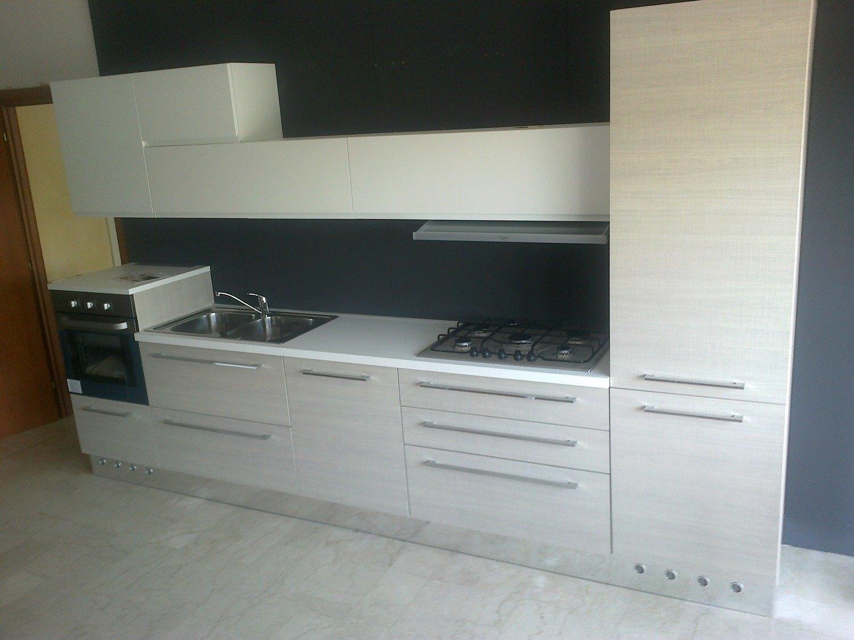 Cucina astra cucine iride line moderna laccato opaco bianca cucine a prezzi scontati - Cucina laccato bianco ...