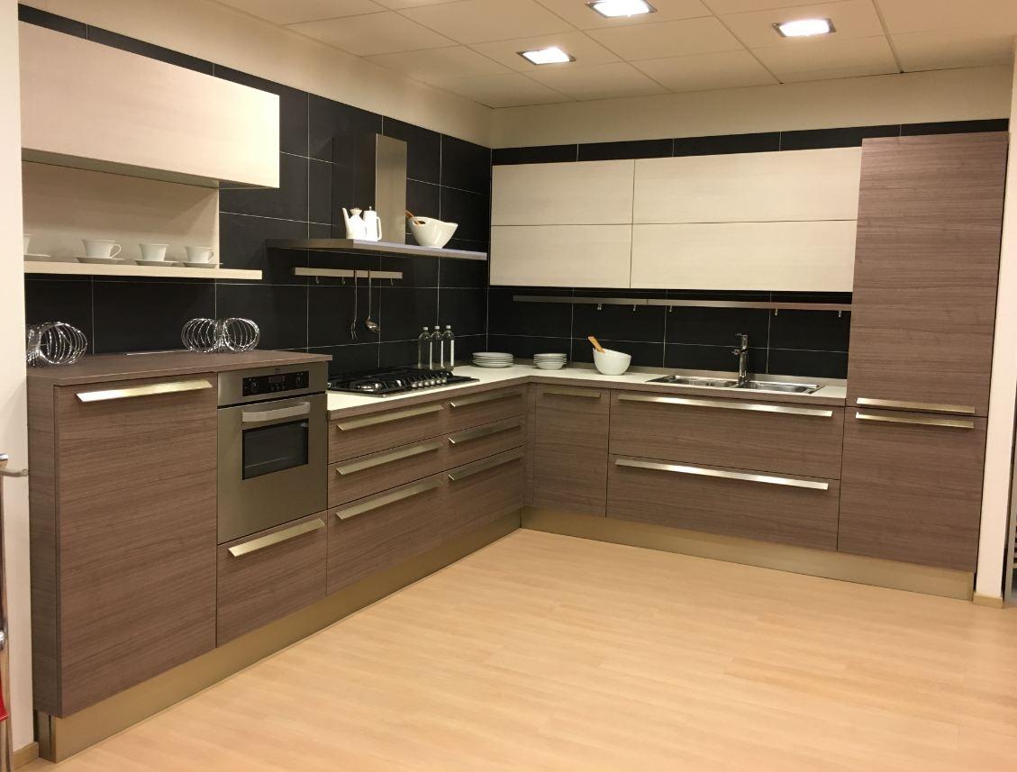 Cucina con ante decorativo modello ethica di veneta cucine in offerta cucine a prezzi scontati - Cucine con ante scorrevoli ...