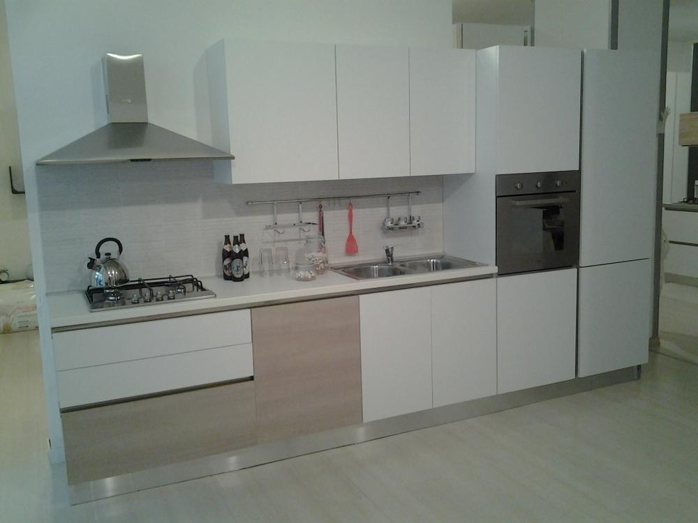 Cucina con gola marca gicinque prezzo speciale 3700 00 for Cucine usate in regalo milano