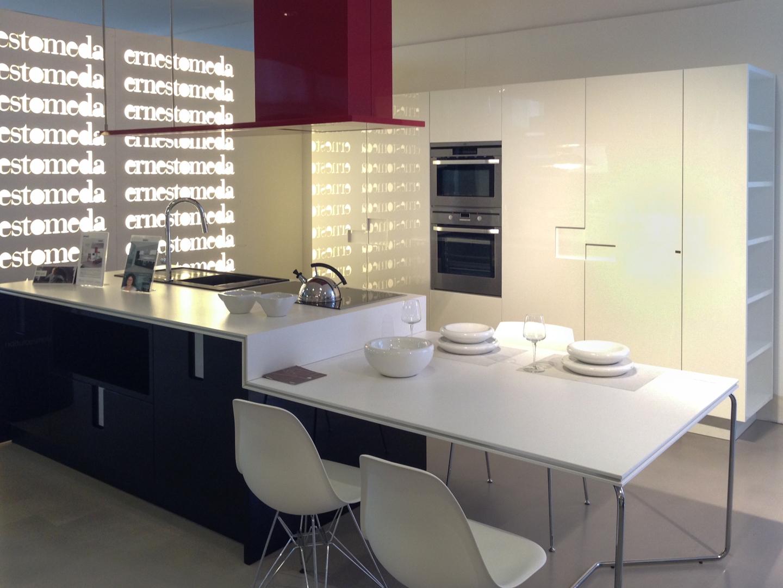 Latest cucina moderna con isola ernestomeda modello carr - Cucine moderne con isola centrale ...