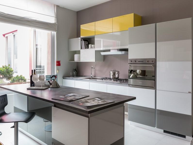 Cucina con isola Scavolini modello Tetrix scontata del 70%