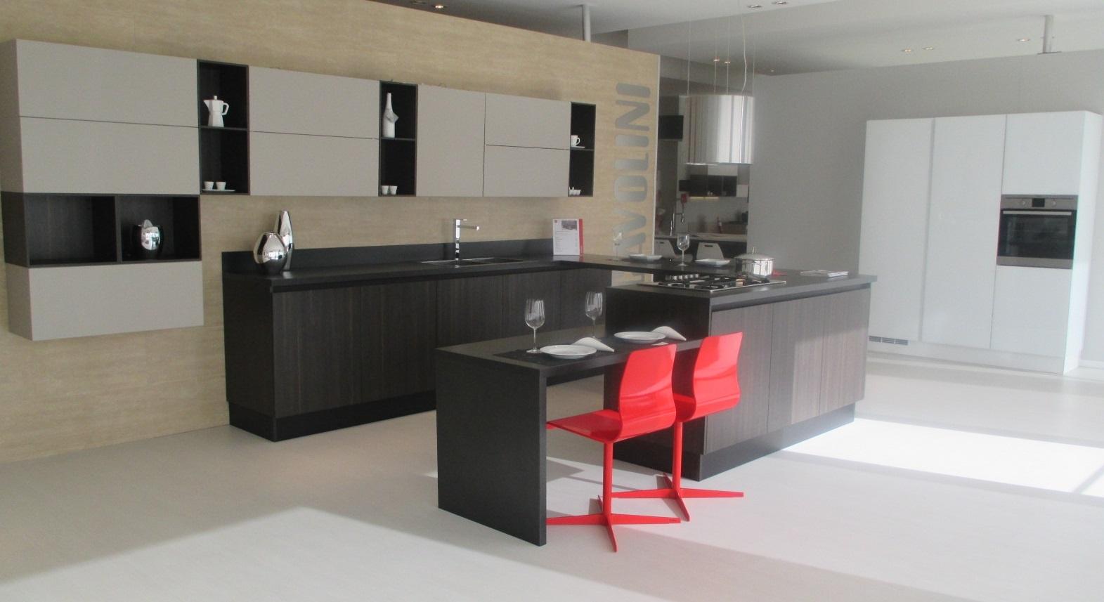 Cucina con isola scavolini modello liberamente scontata for Cucina a concetto aperta con isola