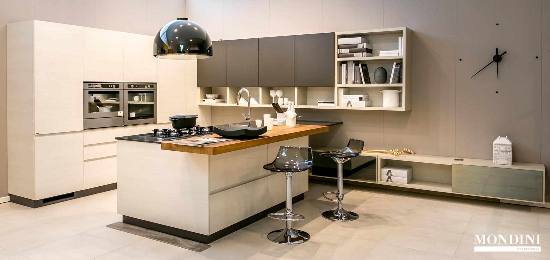Cucina con isola scavolini modello motus scontata del 41 for Cucina a concetto aperta con isola