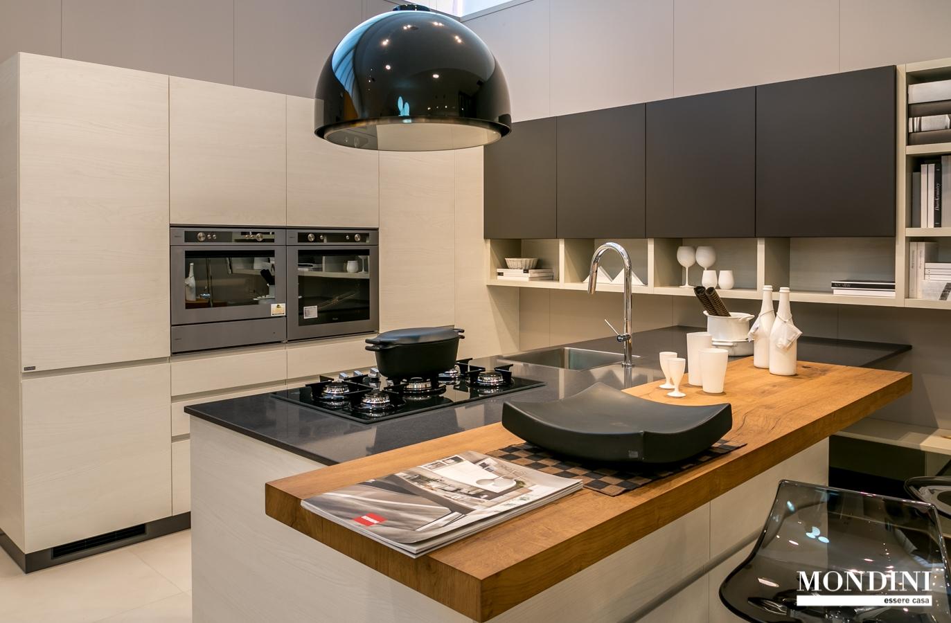 Cucina con isola scavolini modello motus scontata del 41 for Costo isola cucina