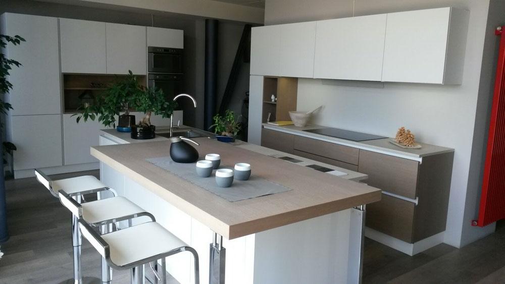 Cucina con isola zecchinon cucine scontata del 52 for Cucina a concetto aperta con isola