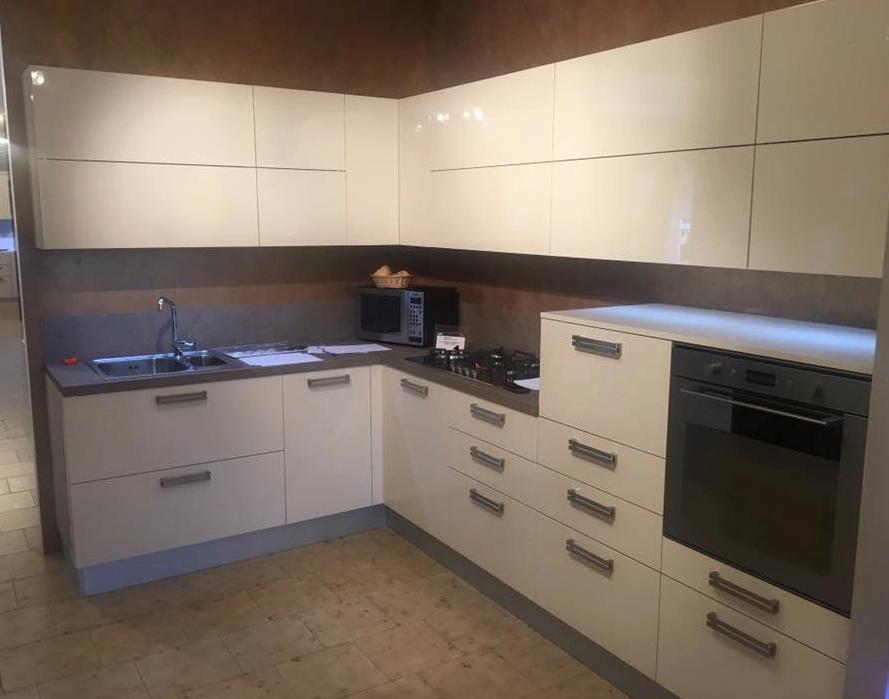 cucina con led ed elettrodomestici fine produzione - Cucine a ...