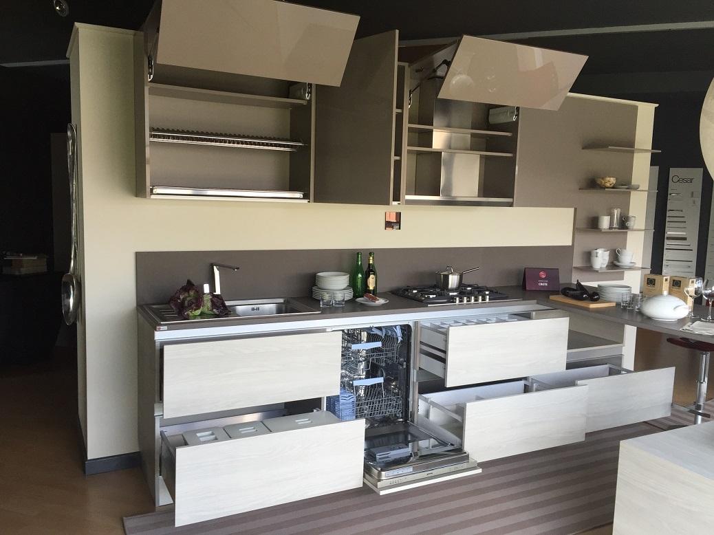 cucina con isola di design. cucina lineare cesar scontata ...