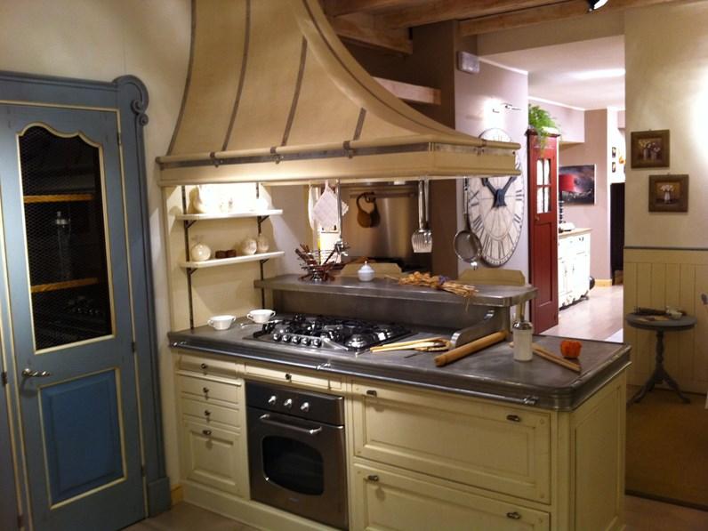 Cucine A Gas Stile Country Prezzi.Cucina Con Penisola Country Dhialma Marchi Cucine A Prezzo Ribassato