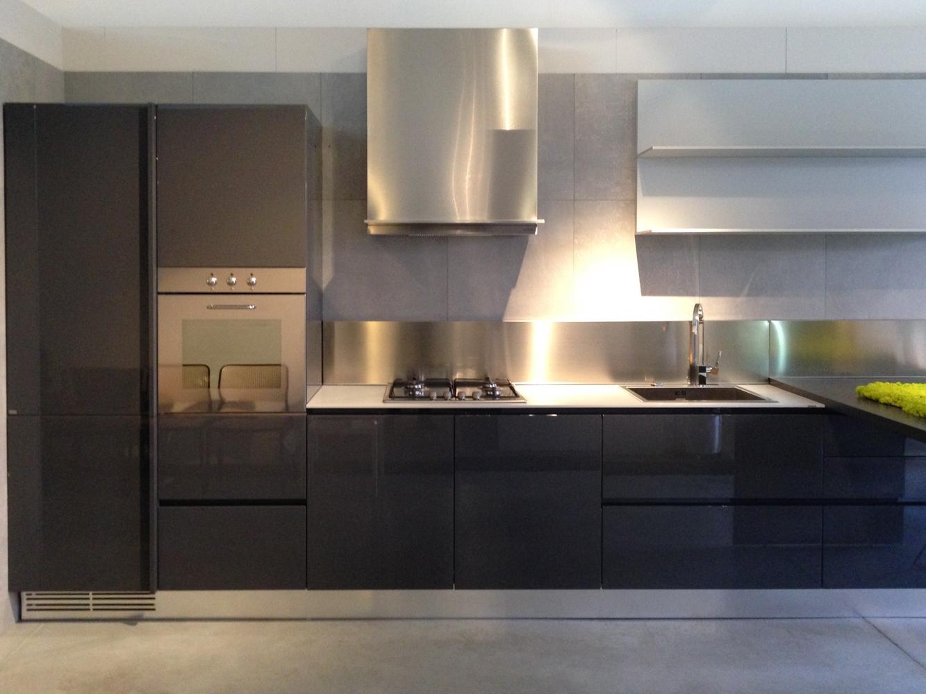 Cucina con penisola ernestomeda modello emetrica super for Penisola da cucina