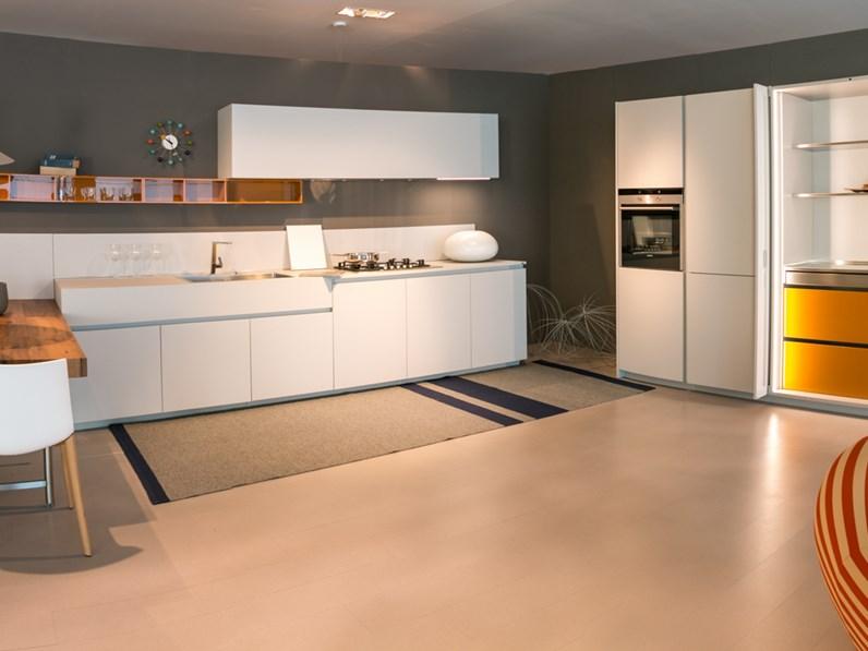 Cucina con penisola ernestomeda modello one scontata del 40 for Mondini arredamenti