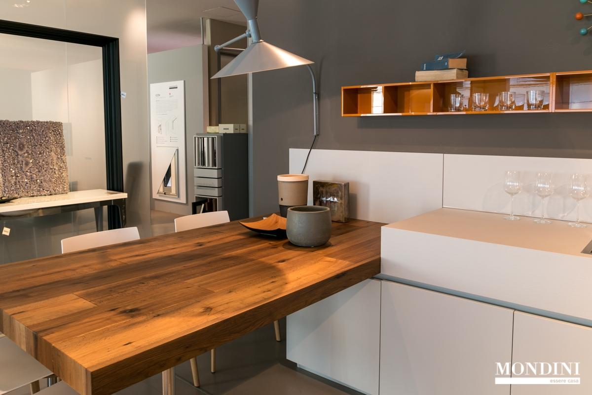 Cucina con penisola ernestomeda modello one scontata del 40 cucine a prezzi scontati - Cucina con penisola ...